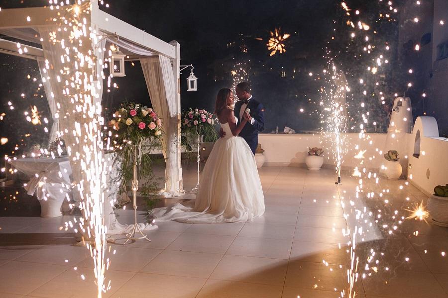 اجرای نورافشانی عروسی با وسایل آتش بازی ایمن